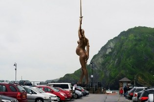 Damien Hirst's 'Verity' Statue Proposal in England