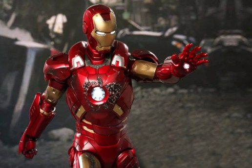 Hot Toys 'The Avengers' Iron Man Mark VII Limited Edition Figure