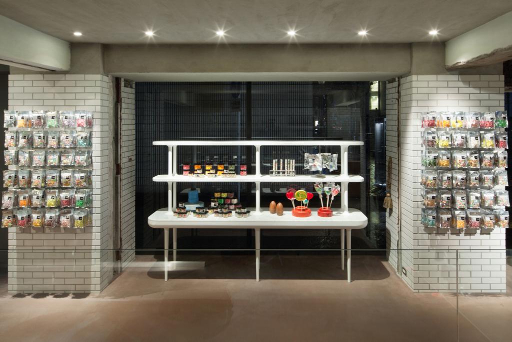 artisan candy shop papabubble yokohama by yusuke seki and jaime hayon