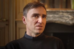 Raf Simons on Adapting to the House of Dior Video