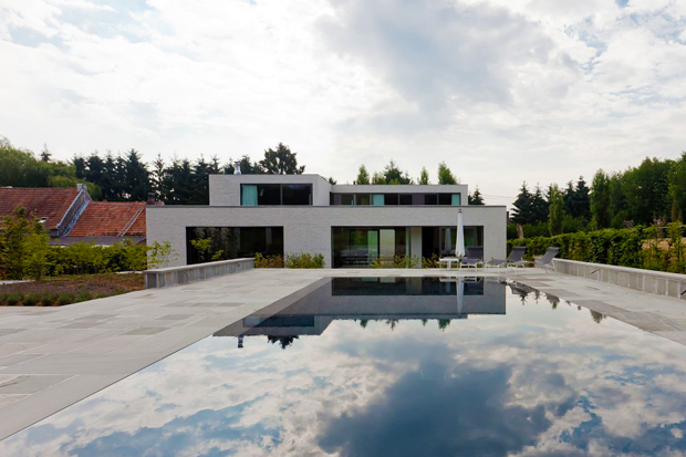 Courtyard House VW by Areal Architecten