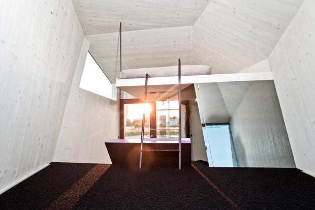 Hypercubus by Studio WG3