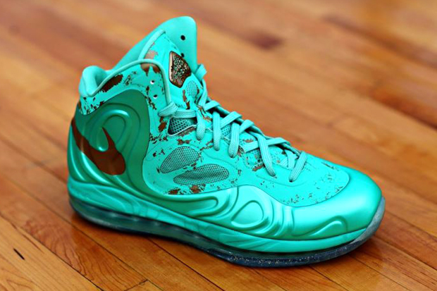 "Nike Air Max Hyperposite ""Battle of the Boroughs"" Pack"