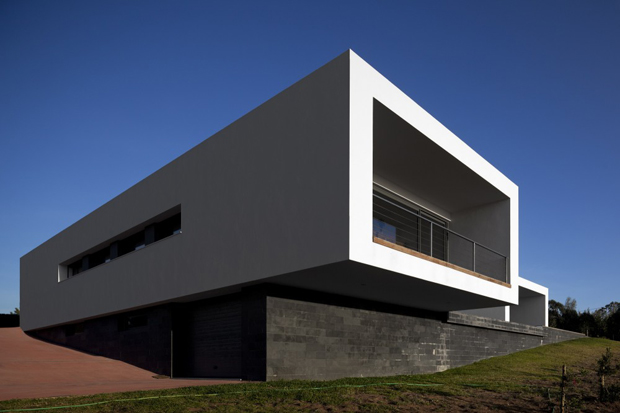 U House by Jorge Graca Costa