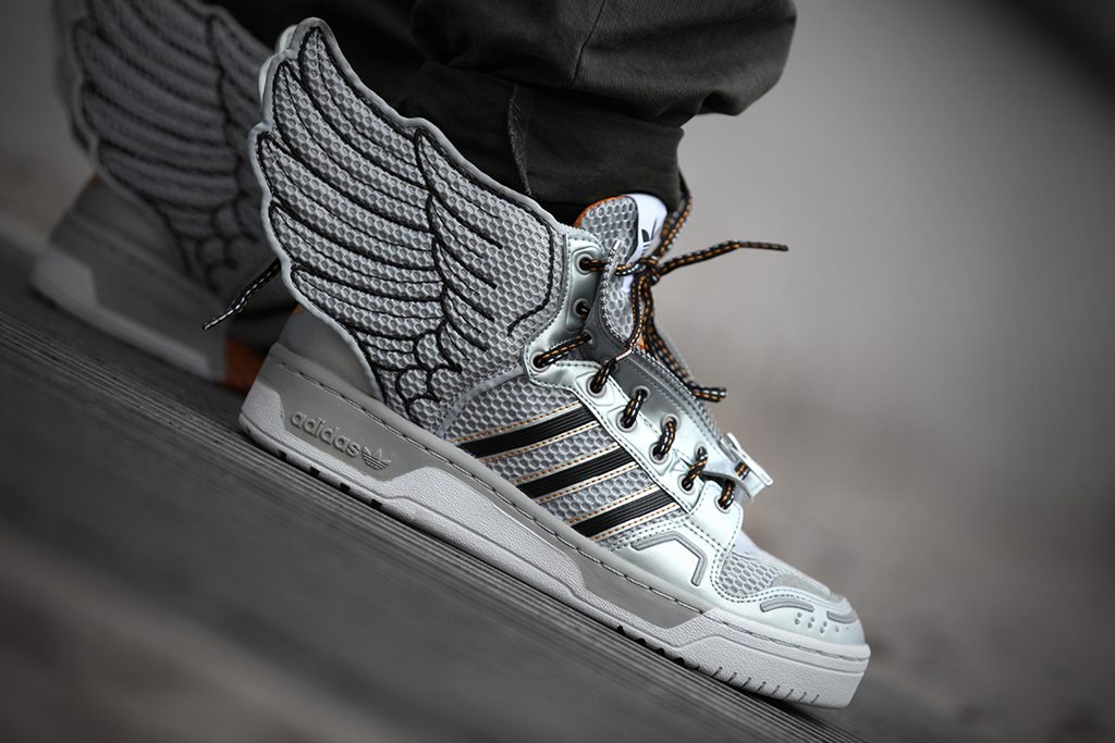adidas originals by jeremy scott js wings 2 0 metallic silver