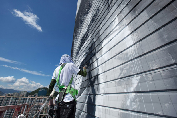 Hendrik Beikirch Creates Asia's Tallest Mural in South Korea