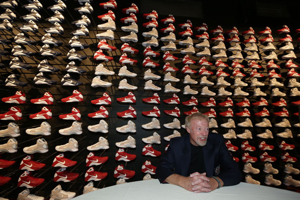 nike co founder phil knight inducted into basketball hall of fame