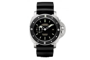 Panerai PAM 389 Luminor Submersible Amagnetic Watch
