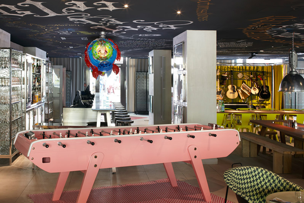 Philippe starck designs the interior for marseille 39 s mama for Mamas design hotel bratislava