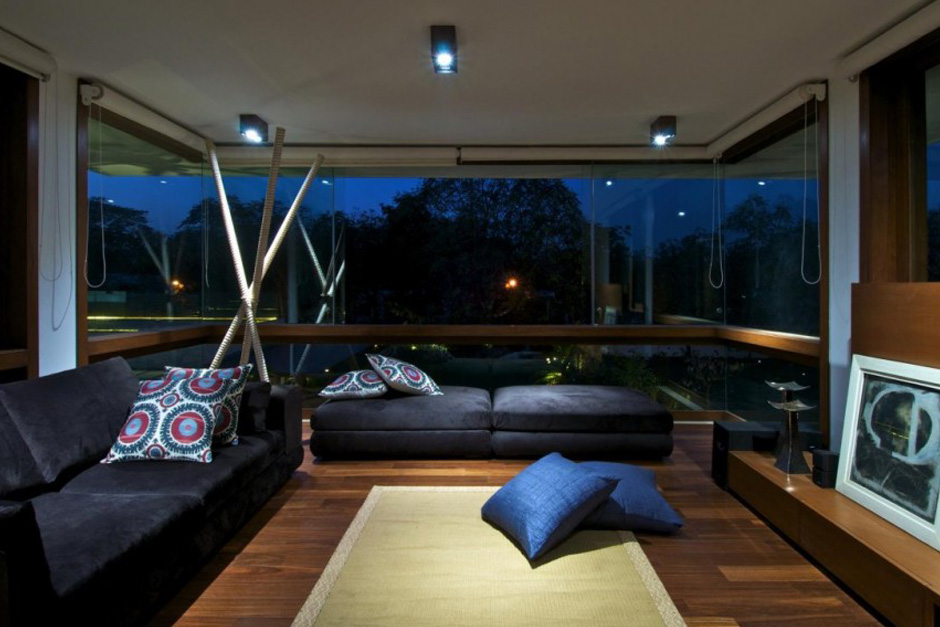 Courtyard house by hiren patel architects hypebeast - Maison courtyard hiren patel architects ...