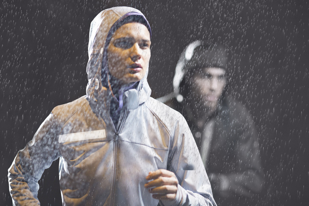 nikes 2012 fall winter running apparel collection keeps you safe and warm