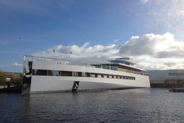 "Steve Jobs' Yacht ""Venus"" Makes Its First Appearance"