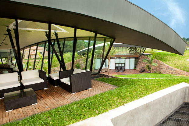 two single family homes in paraguay by bauen
