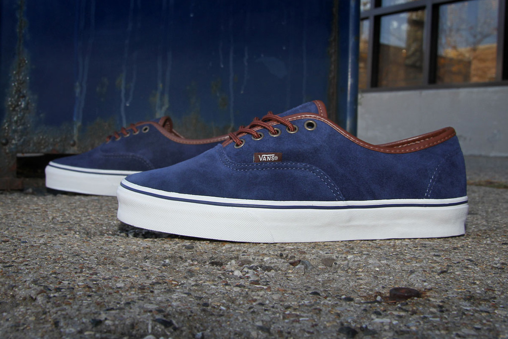 vans authentic peacoat