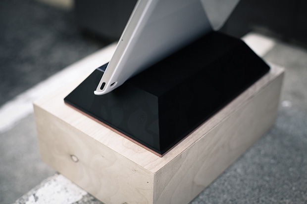 the distinct life x 400oz tablet stand