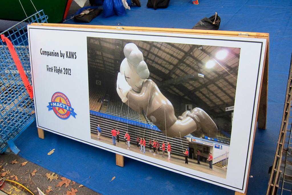 setting up the kaws companion balloon for macys thanksgiving parade