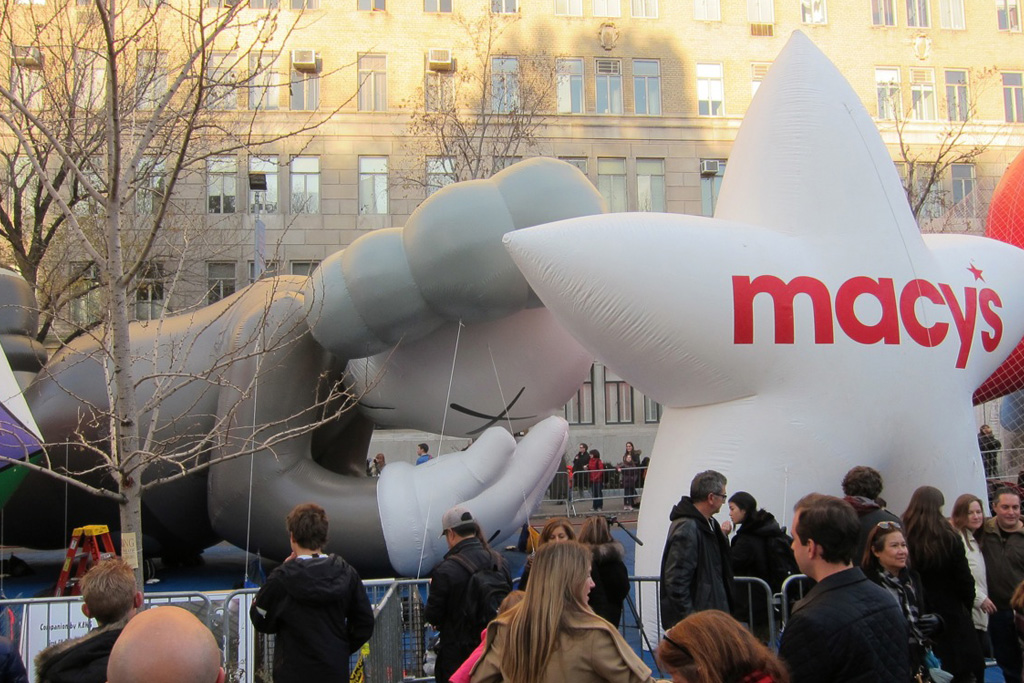 Setting Up the KAWS Companion Balloon for Macy's Thanksgiving Parade