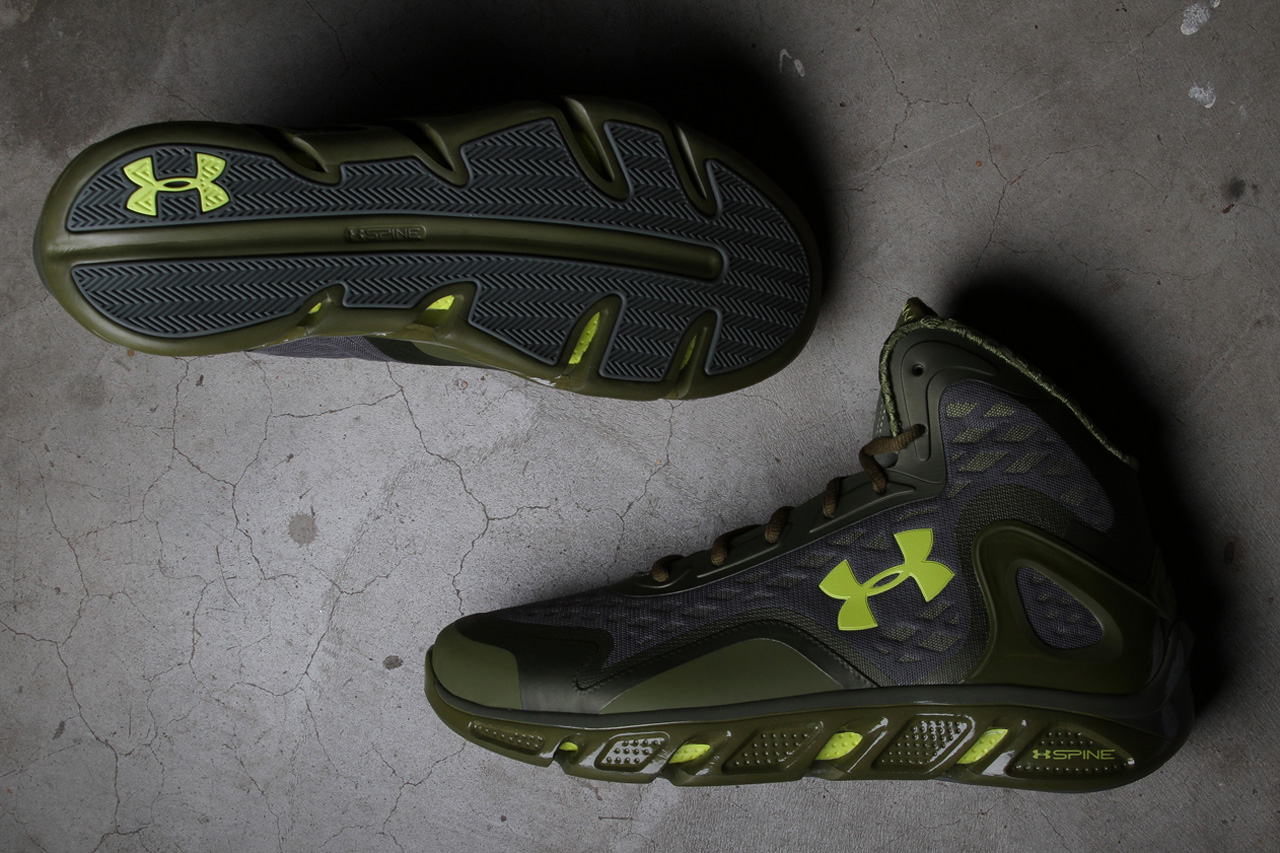 "Under Armour Spine Bionic ""WWVeterans Day"""