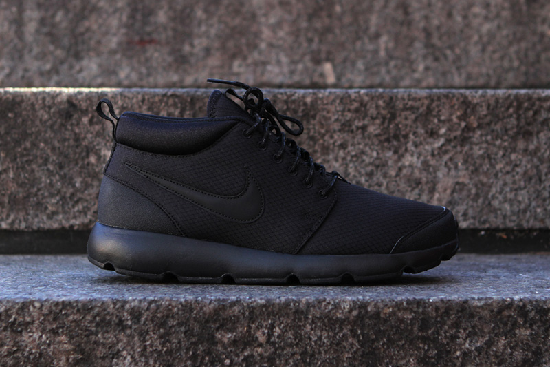 nike roshe run trail blackout