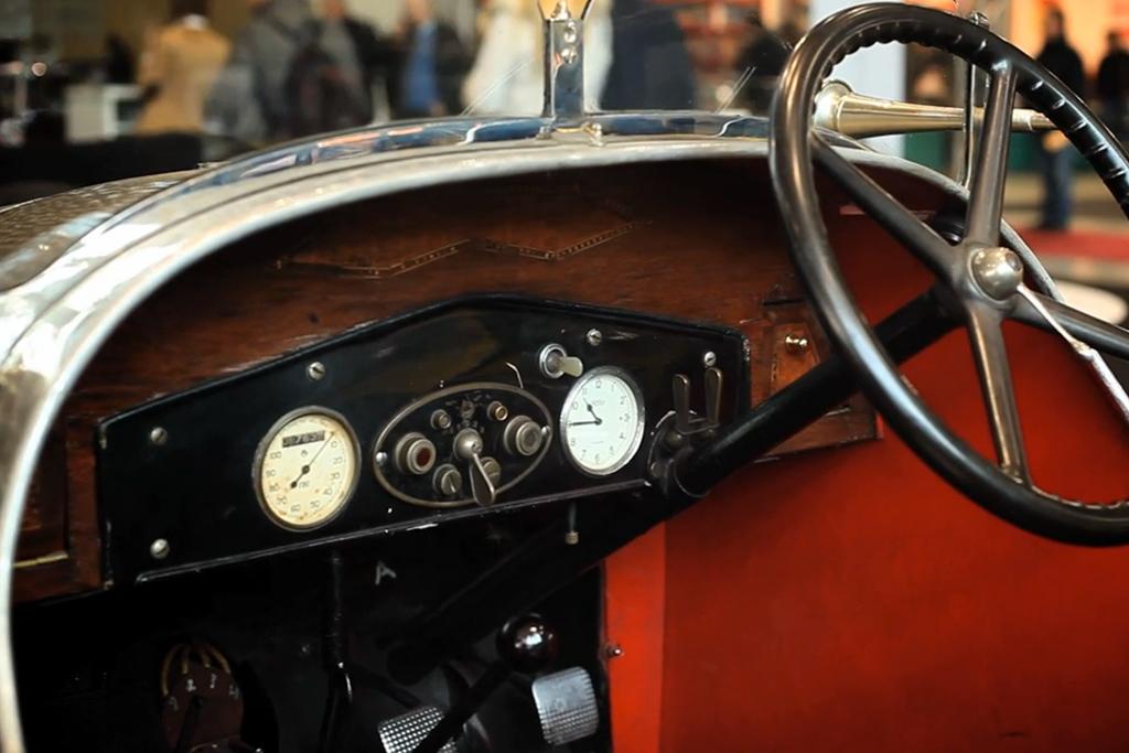 Restoring Vintage Automobile Radios with Petrolicious
