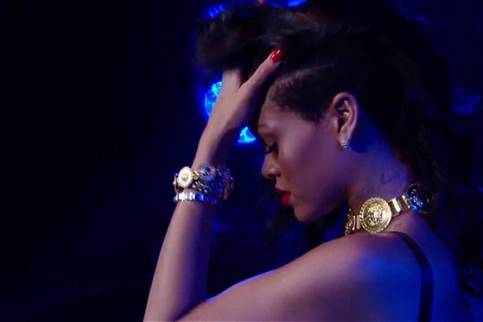 "Rihanna Performs ""Diamonds"" in London"