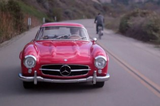 "Running ""Holiday Errands"" with a Mercedes-Benz 300SL Gullwing"