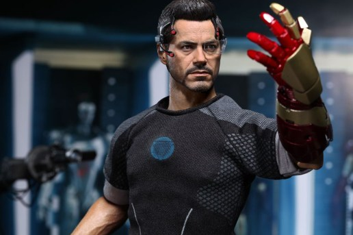 Hot Toys Iron Man 3 Tony Stark Limited Edition Collectible Figure