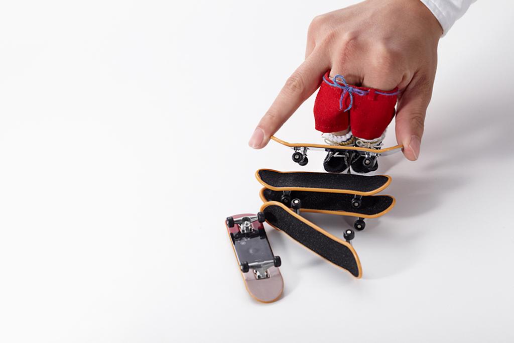 master piece little sk8ers novelty finger skateboards