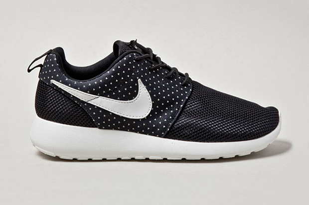 "Nike Roshe Run ""Night Snow"""