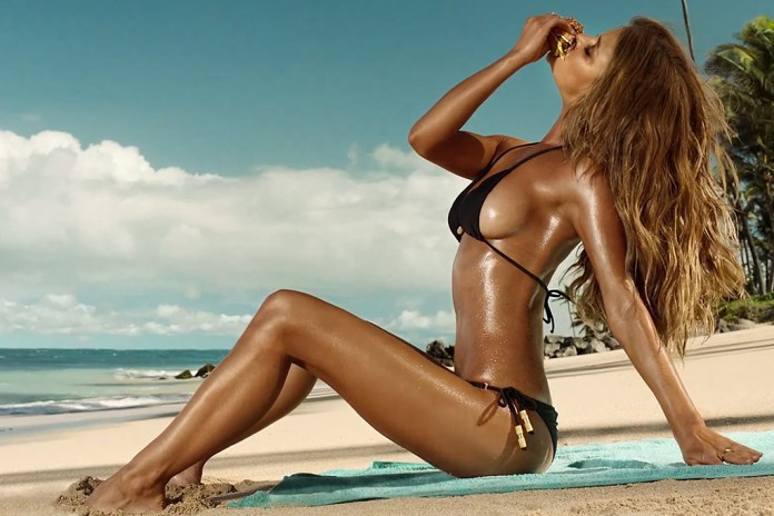 "Carl's Jr. ""Sun Tan"" Super Bowl Ad Director's Cut featuring Nina Agdal"