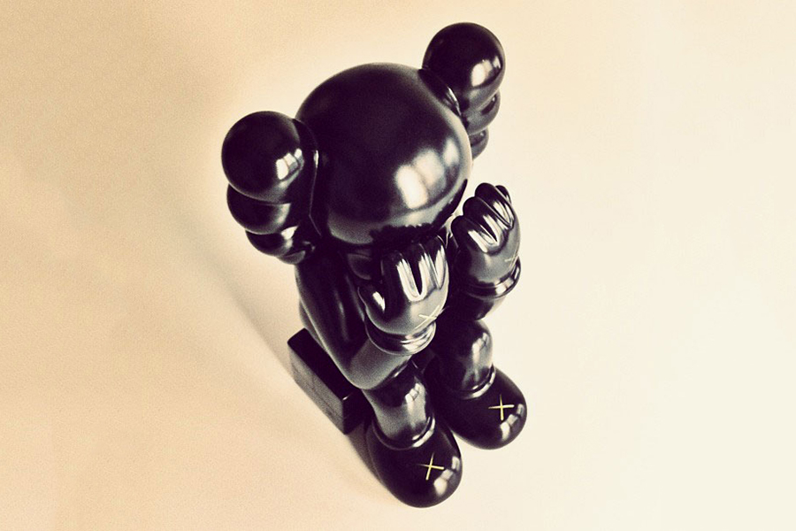 originalfake kaws companion seated black preview