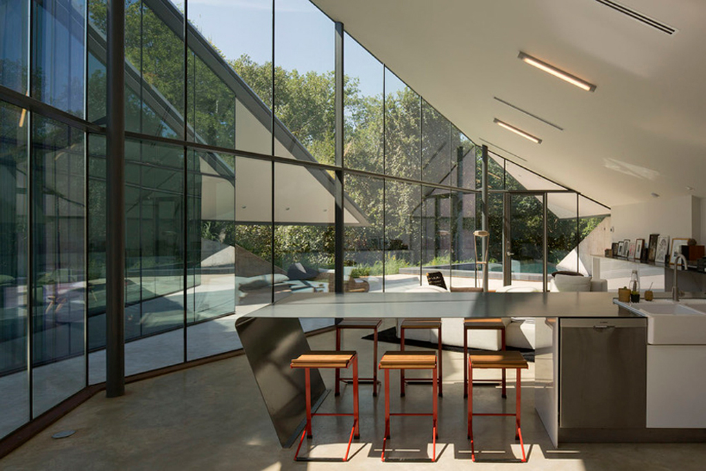 The Edgeland House by Bercy Chen Architecture