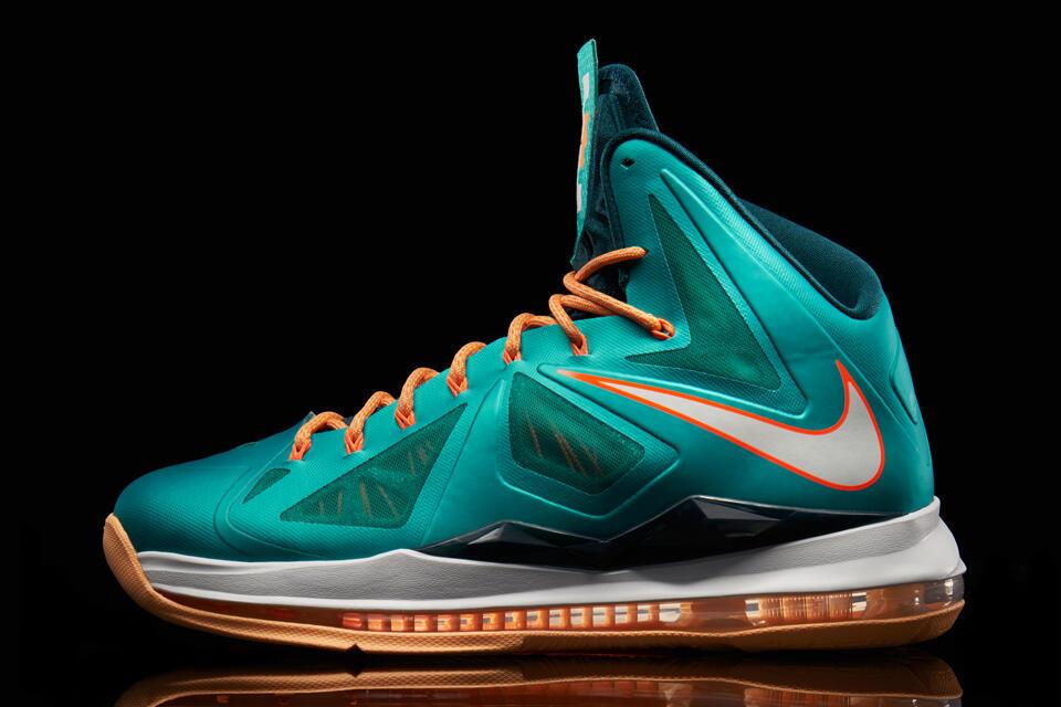 "Nike LeBron X ""Atomic Teal"""