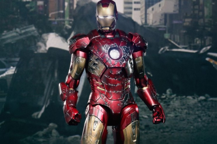 Hot Toys 'The Avengers' Iron Man Battle Damaged Mark VII Limited Edition Collectible Figure