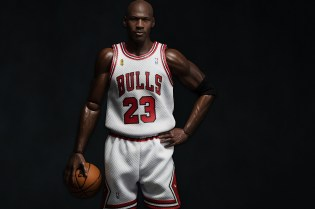 "ENTERBAY's Michael Jordan 1/6 Scale ""HK-Kicks.com 10th Anniversary"" Exclusive Figurine"