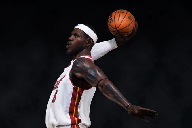 LeBron James 1/6 Scale Figurine by ENTERBAY Preview