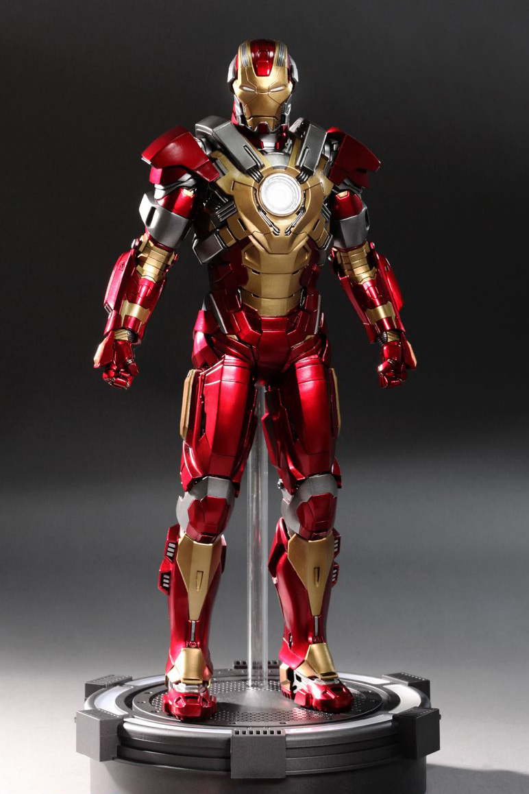 "Hot Toys Iron Man 3 ""Heartbreaker"" Mark XVII Limited Edition Collectible Figure"