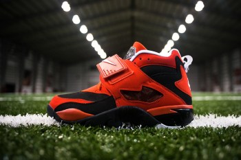 "Nike Air Diamond Turf ""Challenge Red"""