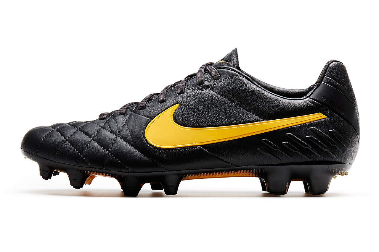 Nike Goes Classic with Black Football Boots