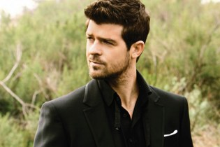 Robin Thicke featuring Kendrick Lamar - Give It 2 U