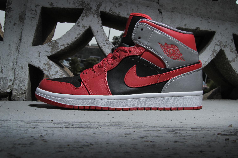 Air Jordan 1 Mid Fire Red/Black-Cement