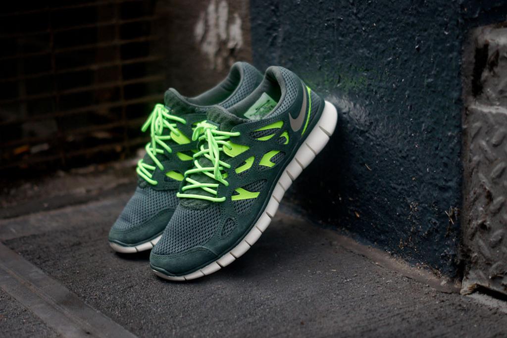 nike free run 2 vintage green