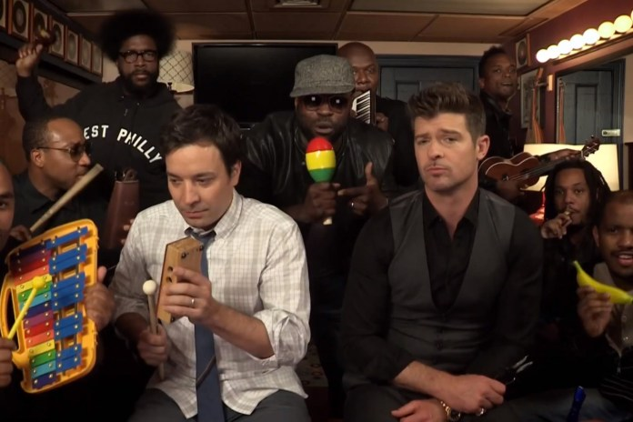 "Robin Thicke, The Roots & Jimmy Fallon Perform ""Blurred Lines"" with Classroom Instruments"