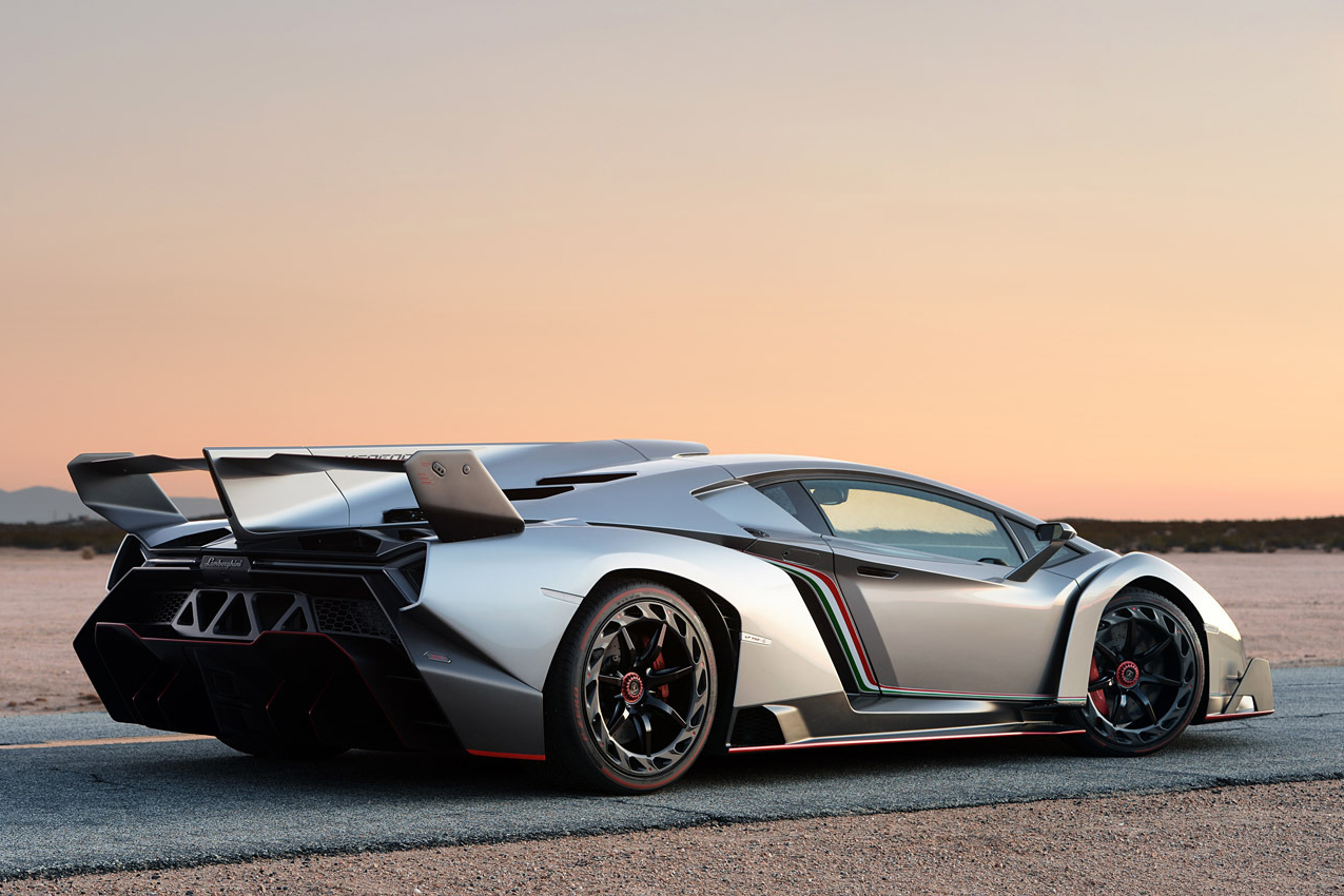 Autoblog Takes a Closer Look at the $4.7 Million USD Lamborghini Veneno