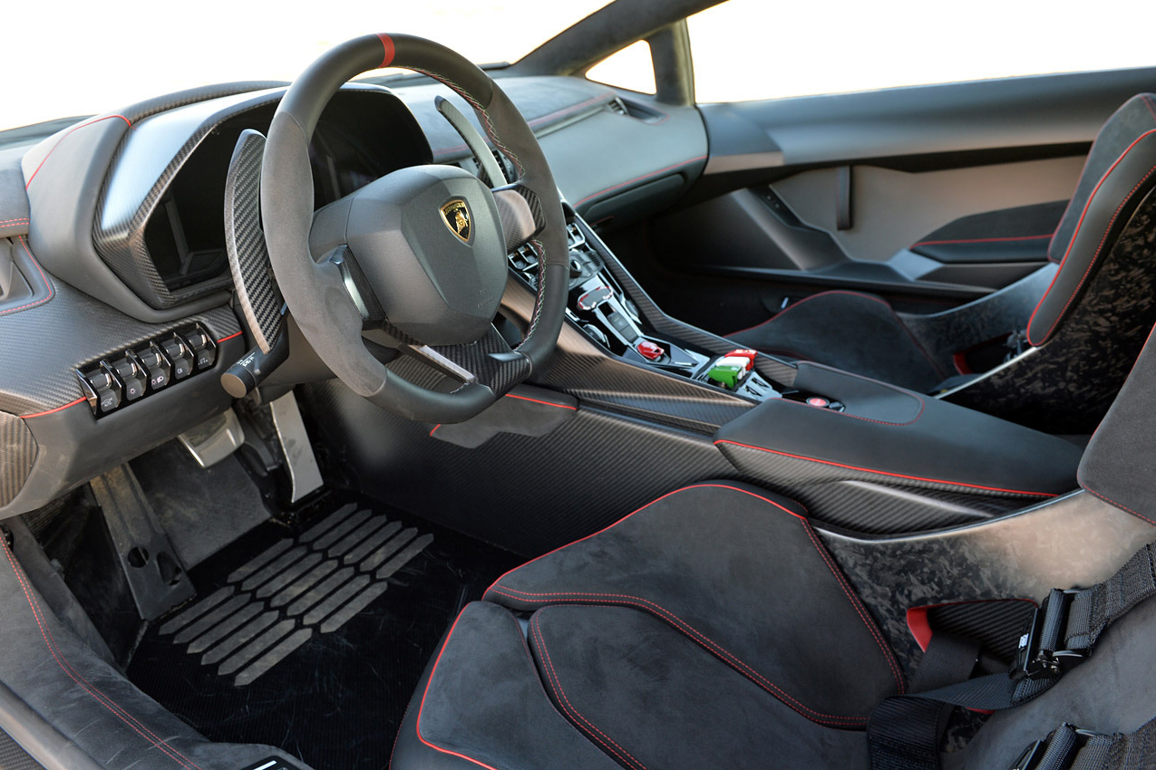 Autoblog Takes a Closer Look at the $4.7 Million USD Lamborghini Veneno