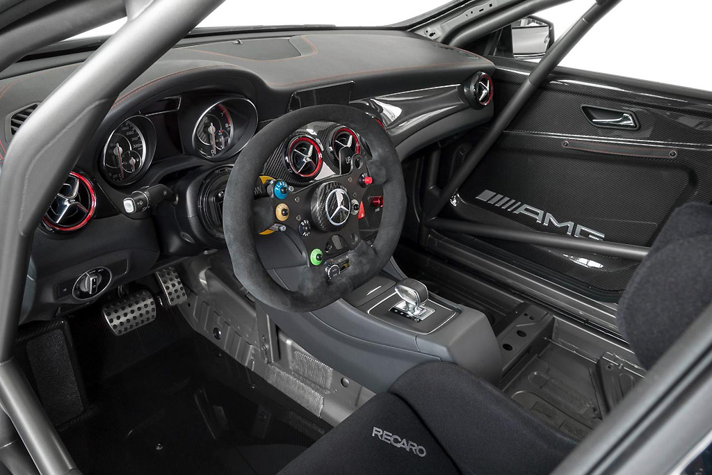 Mercedes benz cla 45 amg racing series hypebeast for Interieur yeezy