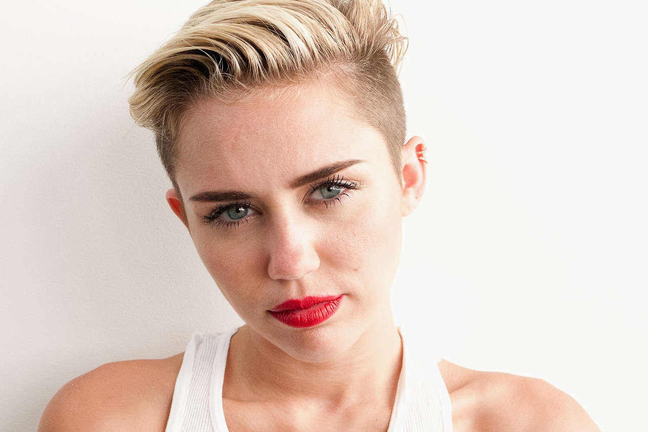 miley cyrus pays another visit to terry richardsons studio