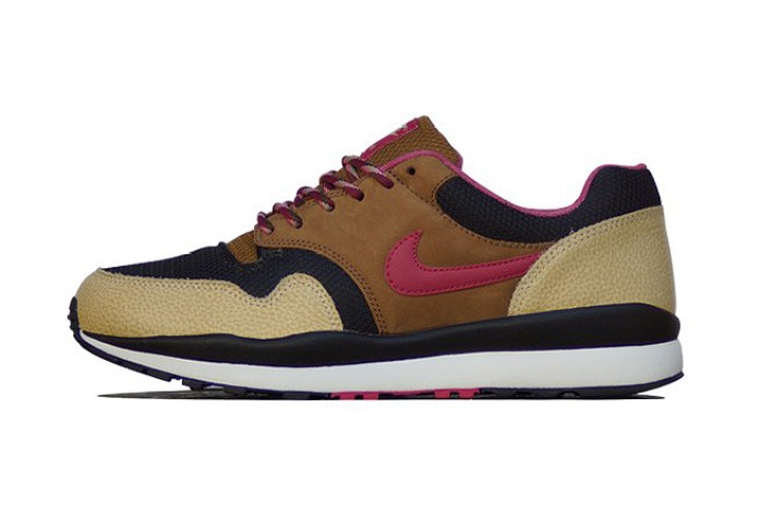 Nike Air Safari Black/Hyper Fuchsia-Flat Gold Strata-Ale Brown