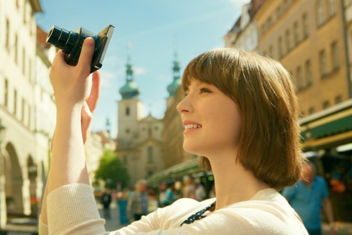 Sony Debuts QX100 and QX10 Attachable Lenses