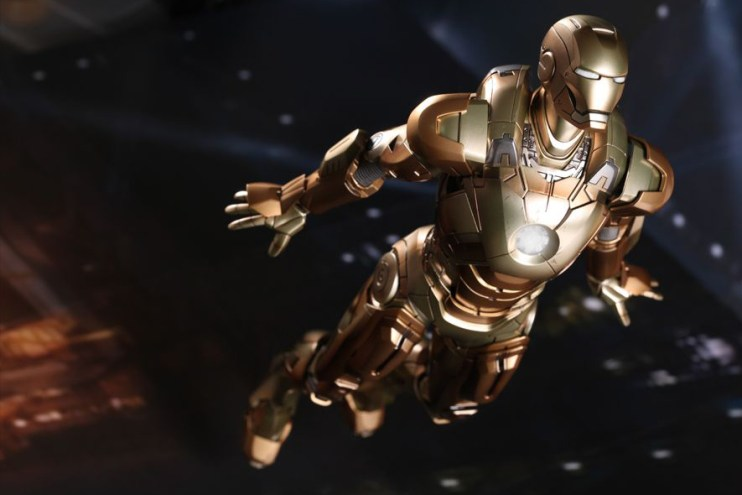 "Hot Toys Iron Man 3 Mark XXI ""MIDAS"" Limited Edition Collectible Figure"